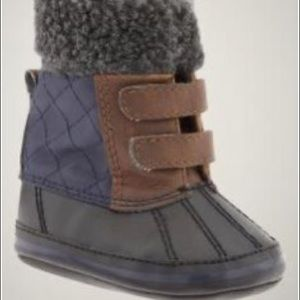 baby gap lil duck boots in blue galaxy 0-3 M